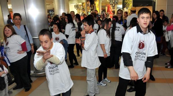 Down Sendromlu Öğrencilerden 'gangnam Style' Dansı