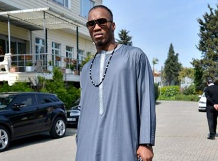 Drogba'nın kıyafeti sosyal medyayı salladı...