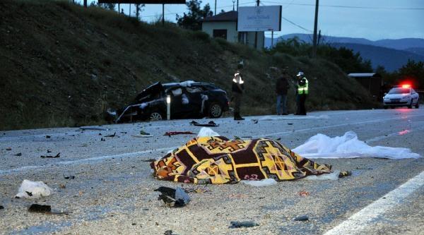 Düğün Yolunda Kaza: Gelin Öldü, Damat Ağır Yaralı