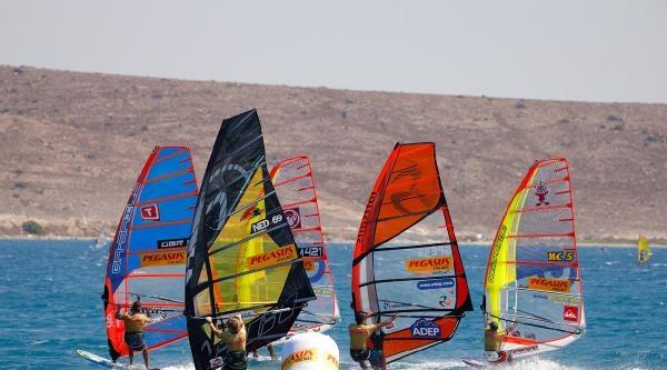 Dünya Windsurf Şampiyonasi Çeşme'de Başladı