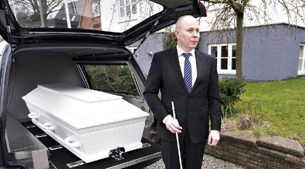 """""""dünyanın İlk Kör Cenazecisi"""