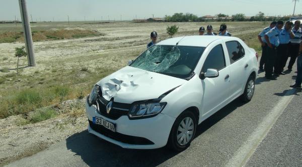 'dur' İhtarina Uymayıp Otomobiliyle Polise Çarpti