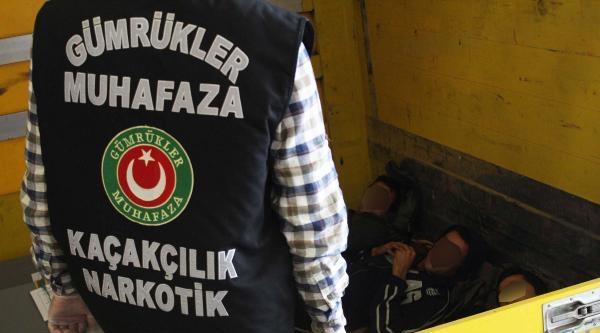 Edirne'de 3 Tır'da 10 Kaçak Yakalandı