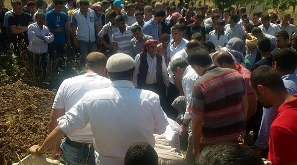Edirne'de İntihar Eden Asker, Siirt'te Toprağa Verildi