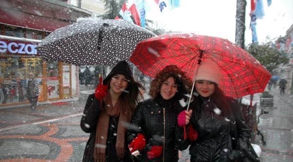Edirne'nin Sınır Köyü Hamzabeyli Beyaza Büründü (2)
