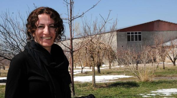 Edremit'in İlk Kadın Başkanı Çetin: Her Yerde Mor Hissedilecek