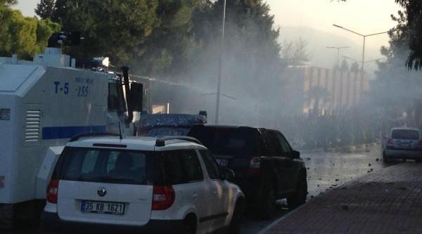 Ege Üniversitesi'nde Kavga Çikti (2)