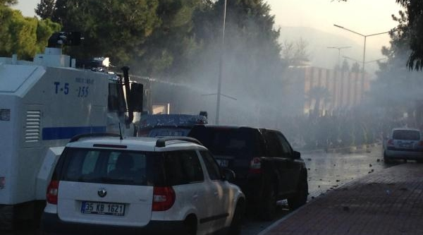 Ege Üniversitesi'nde Kavga Çikti - Fotoğraflar