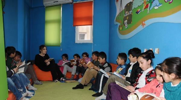 Eğitim Gönüllülerinden Hakkari'de 2 Bin Çocuğa Eğitim Desteği