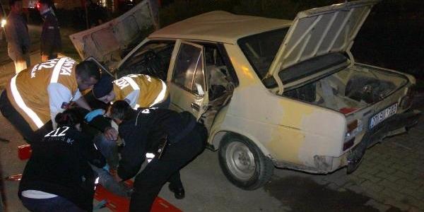 Ehliyetsiz Alkollü Sürücü Kaldirima Çikti: 3 Yarali
