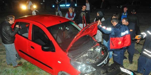 Ehliyetsiz Sürücü, Ablasindan Emanet Aldiği Otomobille Kaza Yapti