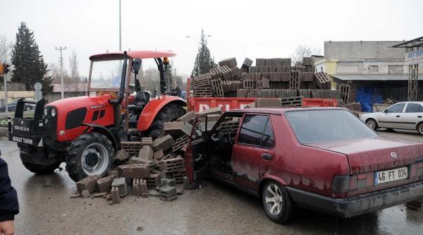 Ehliyetsiz Sürücü Traktöre Çarpti: 2 Yaralı