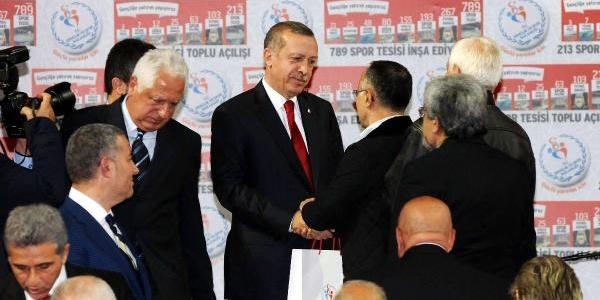 Ek Fotoğraf// Başbakan Erdoğan, 213 Spor Tesisinin Toplu Açiliş Ve Amatör Kulüplere Malzeme Dağitim Törenine Katildi