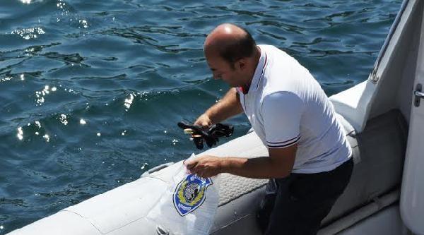 Ek Fotoğraf// Denizde Yapılan Aramada 4 Bıçak 2 Tornavida Bulundu
