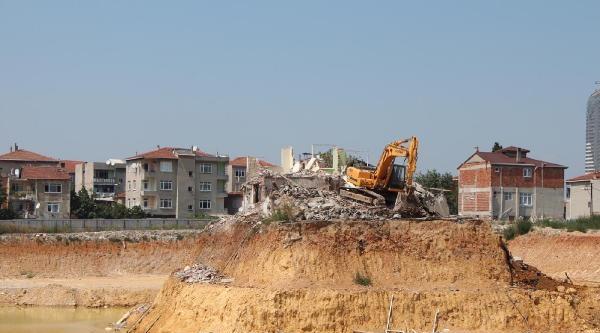 Ek Fotoğraf// Fikirtepe'deki O  Ev Yıkıldı