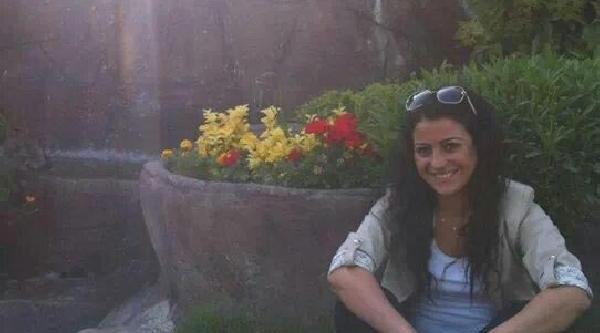 Ek Fotoğraf// Yilbaşi Gecesi Öldürülen Ebru Erenler Toprağa Verildi