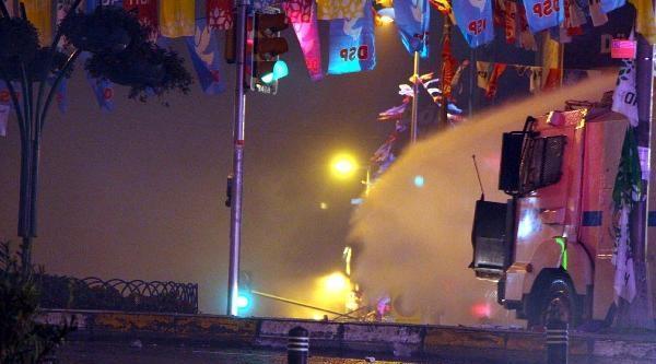 Ek Fotoğraf//kadıköy'de Berkin Elvan'ın Ölümünün Protestosuna Polis Müdahalesi