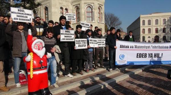 Ek Fotoğraflar / Beyazit Meydani'nda Noel Baba'Ya Protesto