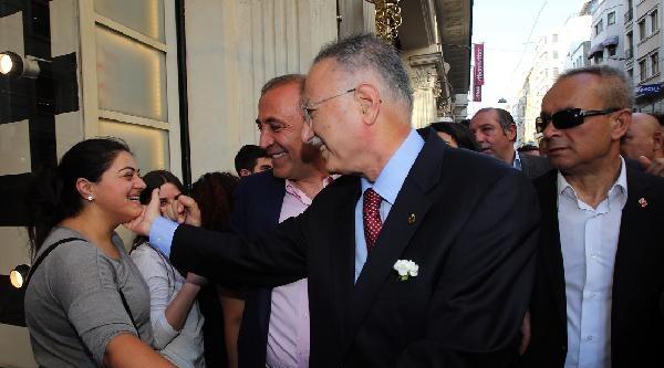 (ek Fotoğraflar) Ekmel İhsanoğlu Taksim Ve İstiklal Caddesi'nde Tur Attı