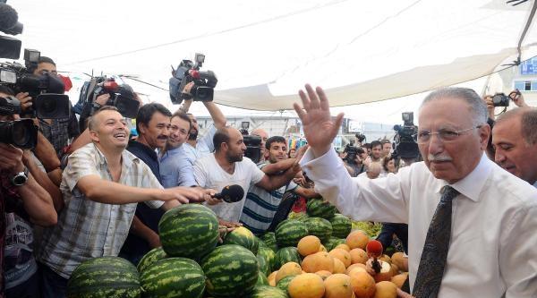 Ek Fotoğraflar - Ekmeleddin İhsanoğlu Salı Pazarı'nda Halkla Buluştu, Marmaraya Bindi