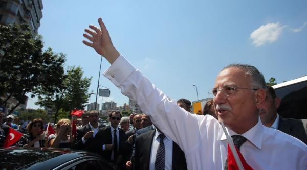 Ek Fotoğraflar - Ekmeleddin İhsanoğlu, Salı Pazarı'nda Vatandaşlarla