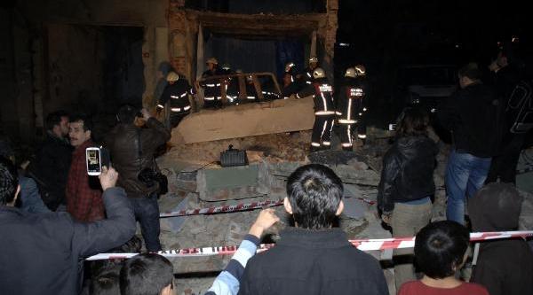 Ek Fotoğraflar// Fatih'te 3 Katli Bina Çöktü: 1 Yarali
