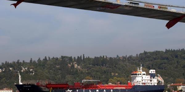 Ek Fotoğraflar / Istanbul Boğazi'nda Sürüklenen Gemi Tehlike Yaratti