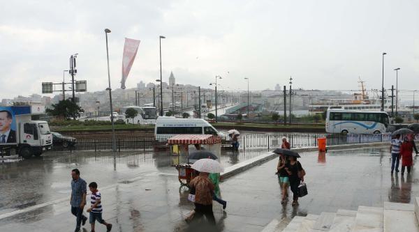 Ek Fotoğraflar - İstanbul'da Sağanak Yağış Etkili Oldu