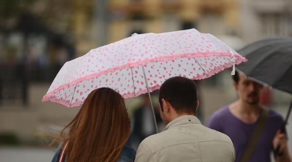 Ek Fotoğraflar -  İstanbul'da Sağanak Yağmur Etkili Oluyor