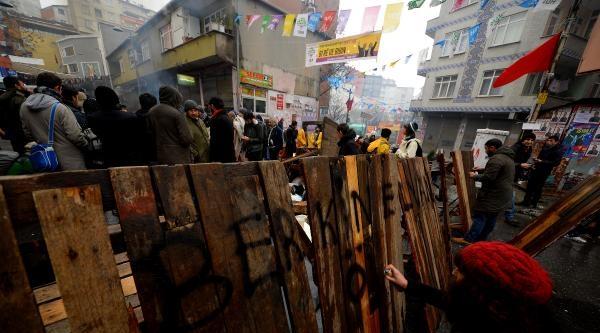 Ek Fotoğraflar / Okmeydanı Cemevi Önünde Bir Grup Berkin Elvan'ın Cenazesini Bekliyor