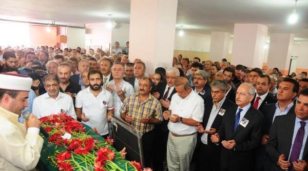 Ek Fotoğraflar /// Özkahraman'in Cenazesi Chp'lileri Bir Araya Getirdi