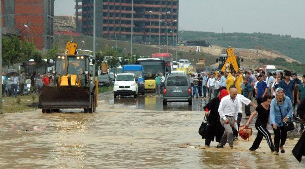 Ek Fotoğraflar /// Sağanak Yağmur Hayatı Olumsuz Etkiledi