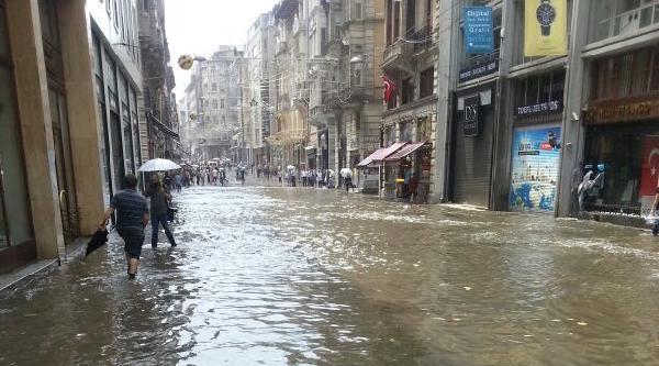 Ek Fotoğraflar//istiklal Caddesi'ni Su Bastı