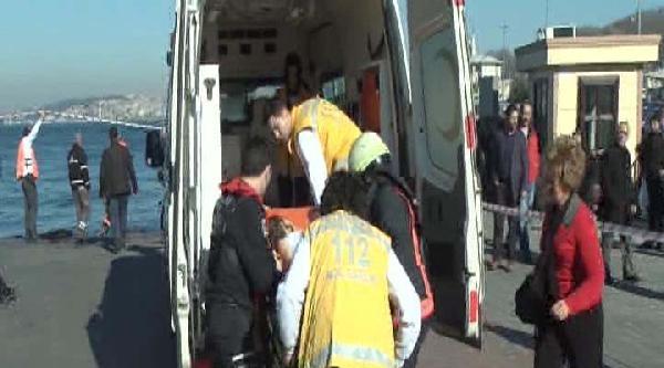 Ek Fotoğraflar//sirkeci'de Arabalı Vapura Girmek Üzere Olan Araç Denize Düştü