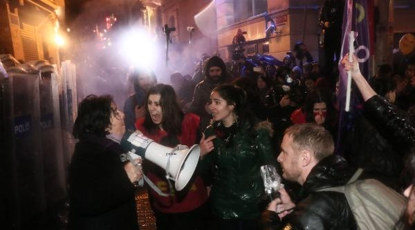 Ek Fotoğraflar//taksim Meydanı'na Çikmak İsteyen Kadınlar İle Polis Arasında Gerginlik
