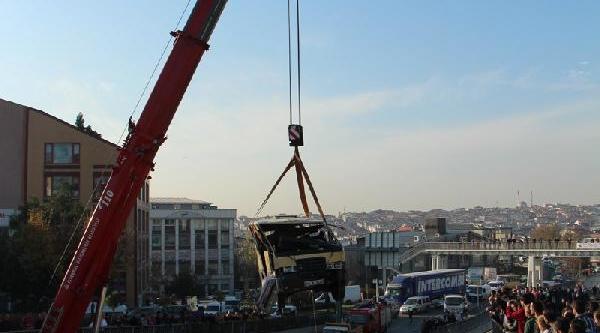 Ek Haber//güngören'de Yolcu Minibüsü Köprüden Aşaği Düştü