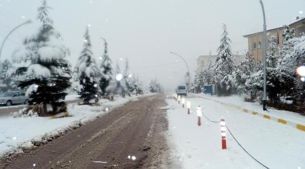 Ekinözü'nde 5 Köy Yolu Kardan Kapandi