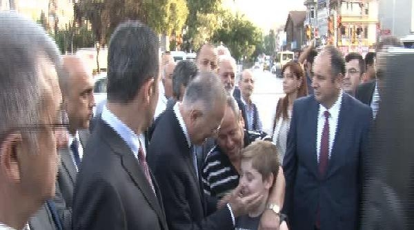 Ekmeleddin İhsanoğlu Eyüp Sultan Camii'ni Ziyaret Etti