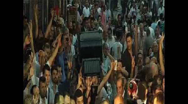 Ekmeleddin İhsanoğlu Sultangazi'de Sokak İftarina Katıldı