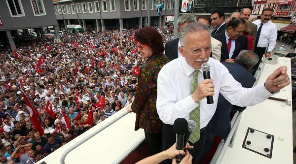 Ekmeleddin İhsanoğlu: Türkiye, Kınamaktan Kına Evinde Döndü