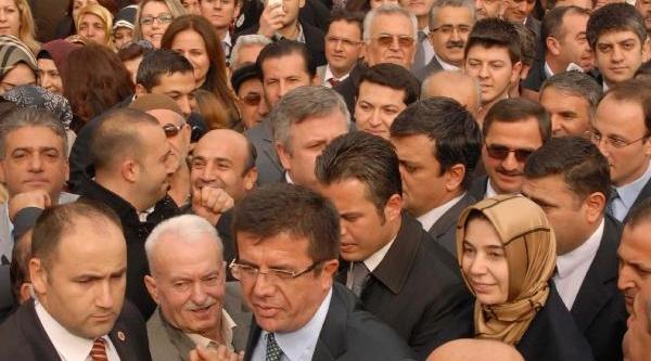 Ekonomi Bakani Zeybekci: 17 Aralik Türkiye'Nin Kulağina Vizilti Gelir