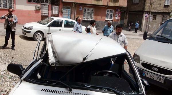 El Freni Çekilmeyen Otomobil Hareket Etti: 1 Ölü, 2 Yaralı