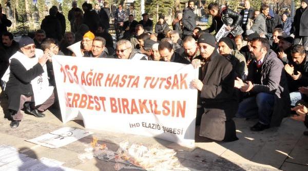 Elaziğ'da 163 Ağir Hasta Mahkum Için Mum Yakip Oturma Eylemi Yaptilar