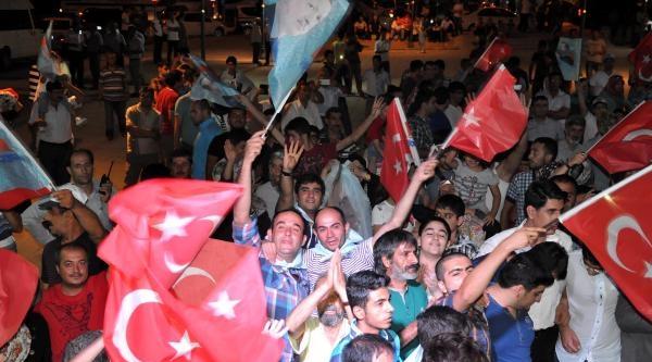 Elazığ'da Ak Partililerden Kutlama