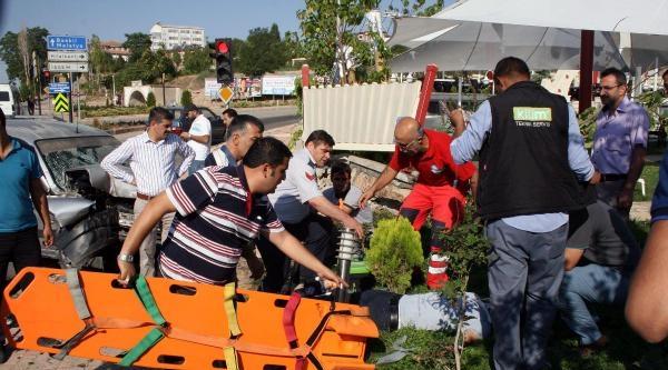 Elazığ'da Aşırı Hız Kazası: 2'si Ağır 8 Yaralı