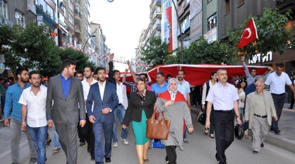 Elazığ'da Bayrağa Saygı Yürüyüşü