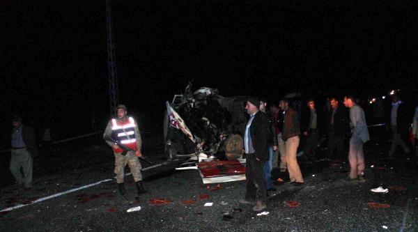 Elazığ'da Facia Gibi Kaza: 5 Ölü, 2 Yaralı