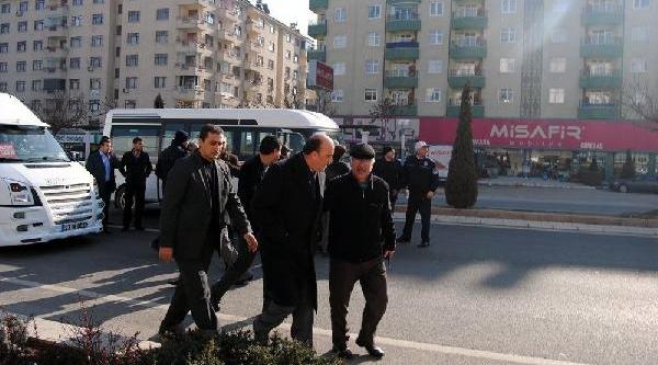 Elaziğ'da Minibüsçülerden Belediyeye Protesto