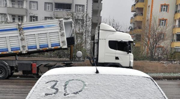 Elazığ'da Seçmen Kar Altında Sandığa Koştu