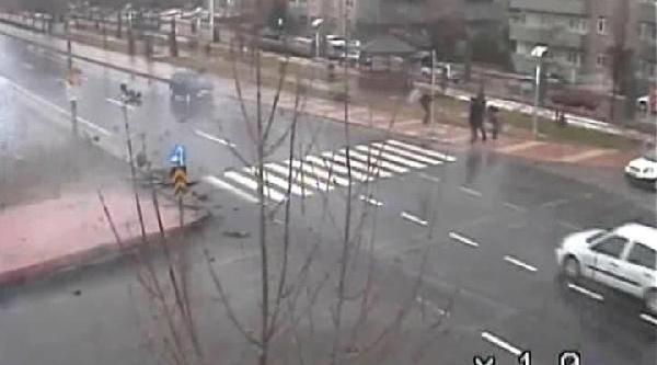 Elaziğ'da Trafik Kazalari Kameralara Yansidi